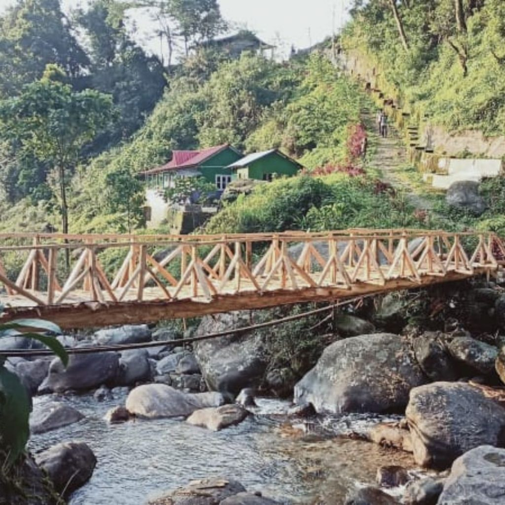 Rongo homestay beside Jholung River