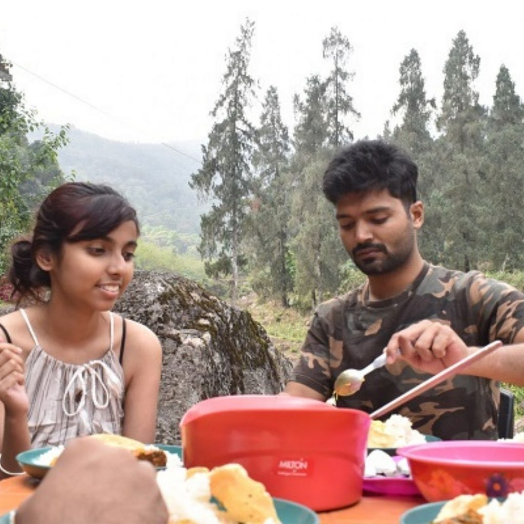 Couples enjoying lunch at Rongo River Valley Homestay
